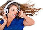 Zabawa kobieta, słuchanie muzyki — Zdjęcie stockowe