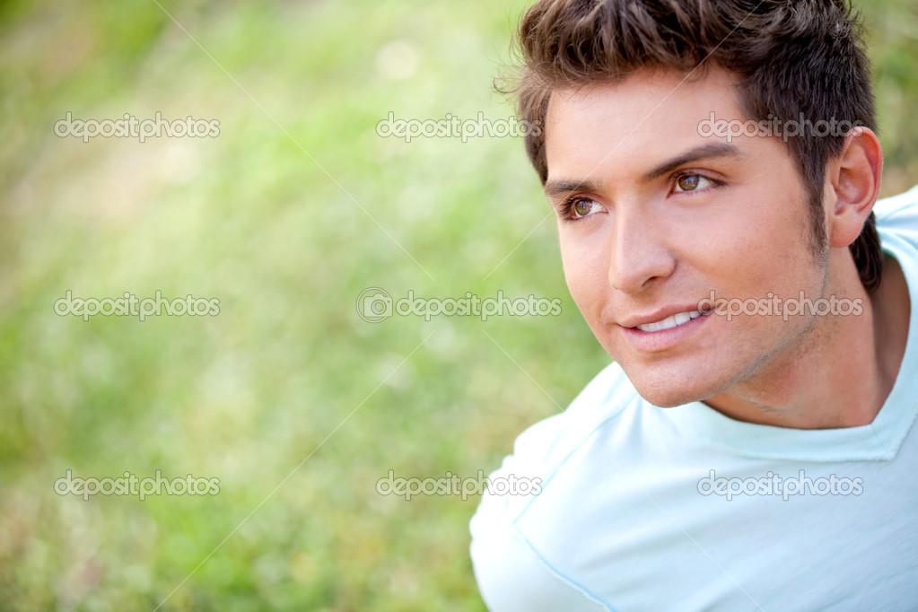 Portrait of a casual man smiling outdoors — Stock Photo #10505859