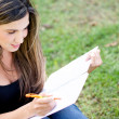 Foto Stock: Studying outdoors