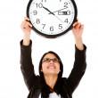 mujer de negocios colgando un reloj — Foto de Stock