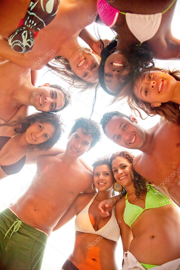Group of friends at the beach smiling and hugging — Stock Photo #10597657