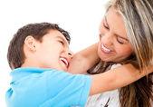 Fils et mère aimante — Photo