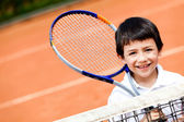 Boy playing tennis — Stockfoto