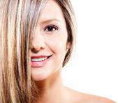 Kvinna med färgat hår — Stockfoto