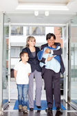 Family entering the hospital — Stock Photo