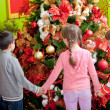 Kids around Christmas tree - Stockfoto