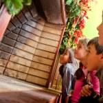 Kinder warten auf santa — Stockfoto