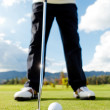 Hitting the ball at golf — Stock Photo