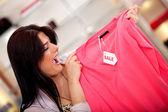 服に販売のためのショッピング — ストック写真