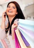 携帯電話でショッピング女性 — ストック写真