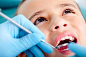 Kid at the dentist — Stockfoto