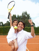 Father and daughter at the tennis court — Stock Photo