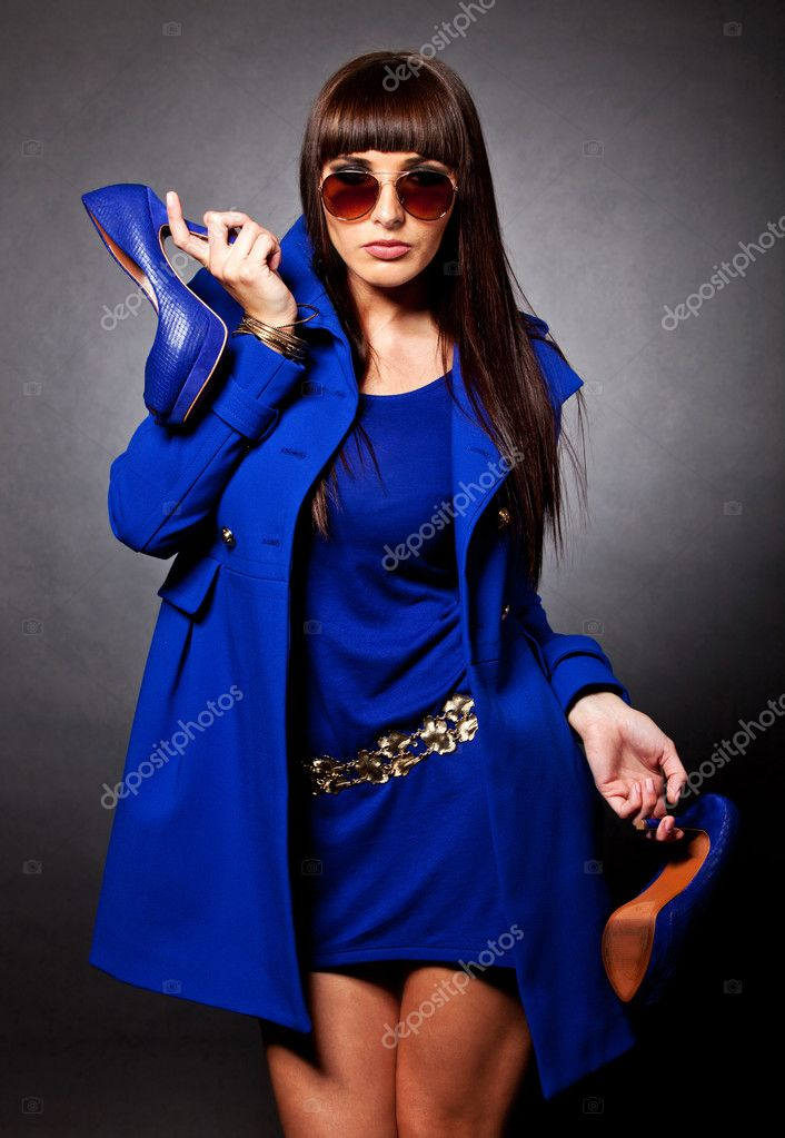 Female fashion icon in blue wearing elegant clothes, high-heels and sunglasses — Foto Stock #8850238