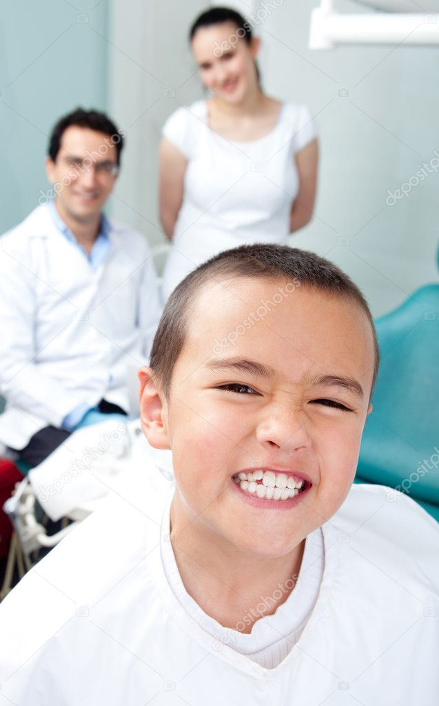 Kid visiting the dentist acting proud of his teeth — Stock Photo #8851264