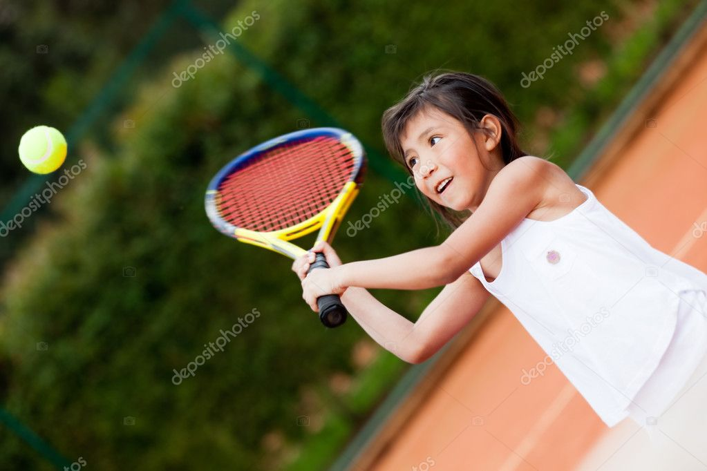 Little girl playing tennis at a clay court — Stock Photo #8851974