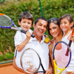 Family playing tennis — Stock Photo