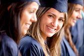 Schöne weibliche absolventen — Stockfoto