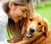 Sevimli köpek ile kadın — Stok fotoğraf
