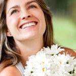 mujer con un ramo de flores — Foto de Stock