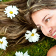 Woman in a garden of daisies — Stock Photo