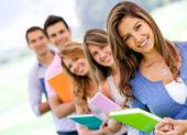 студенты в ряд — Стоковое фото