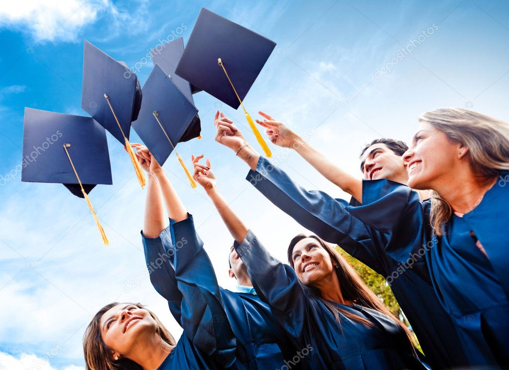 Students throwing graduation hats in the air celebrating — Stock Photo #9119604