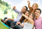 Groep vrienden wijzen — Stockfoto