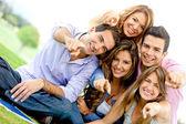 Grupo de amigos apuntando — Foto de Stock