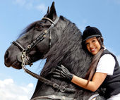 Vrouw met een paard — Stockfoto