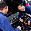 Foto Stock: Mechanics at car garage