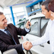 Couple buying car — Stockfoto #9391099