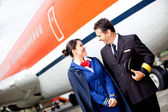 Pilot and flight attendant — Stock Photo
