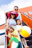 Aile tatil günlerinde gidiyor — Stok fotoğraf
