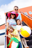 Family going on holidays — Stockfoto