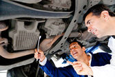Mechanics fixing a car — Foto de Stock