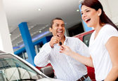 Man buying a car for his wife — Stock Photo