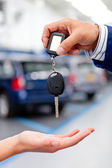 Handling car keys — Stock Photo