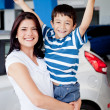 Mother and son buying car — Lizenzfreies Foto