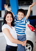 Mother and son buying car — Stock Photo