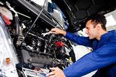 Mechanik samochodowy — Zdjęcie stockowe