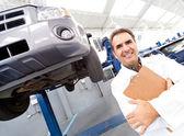 Mechanik szczęśliwy uśmiechający się — Zdjęcie stockowe