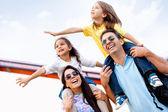 Familjen går på semester — Stockfoto