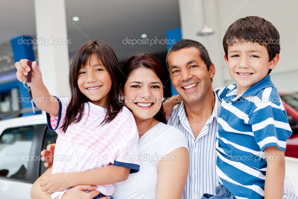 Family at the dealership buying a new car and holding keys — Stock Photo #9557755