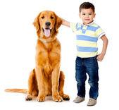 Menino com um cachorro — Foto Stock