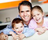 Vader met kinderen — Stockfoto