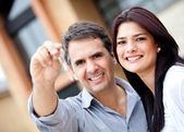 Beautiful couple holding keys — Stock Photo