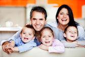 Familia sonriente — Foto de Stock