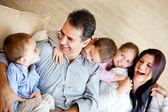 Hermosa familia en casa — Foto de Stock