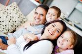 Rodina doma — Stock fotografie