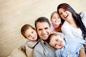Glad familj porträtt — Stockfoto